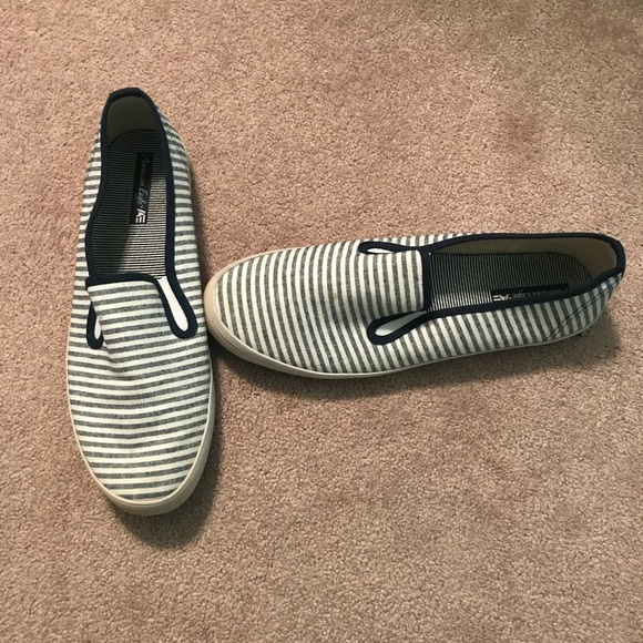 American Eagle Outfitters Shoes   Navy